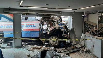 Bus colisiona contra edificio y deja varios heridos en San Lorenzo