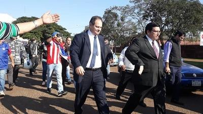 Intendente de CDE metió la pata y quiere que la CIUDADANÍA respalde su SOBERBIA
