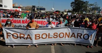 La Nación / Miles de brasileños salen a las calles contra Bolsonaro este sábado