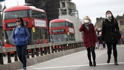 En Reino Unido alertan por una tercera ola relacionada con la variante Delta