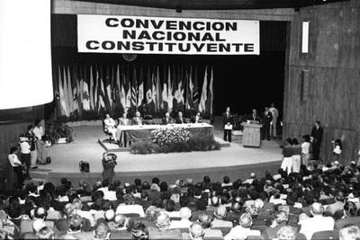 Los 29 años de la Constitución, la primera de la historia debatida en libertad
