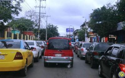 """Un sábado de """"furia"""" en el tránsito en Luque •"""