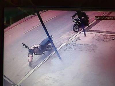 Detienen a dos asaltantes en flagrancia tras robo a tienda en Reducto