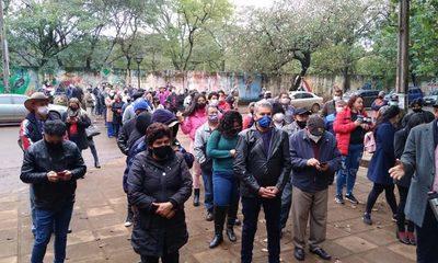 Electores esperan apertura de portones en el CRECE