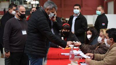 Abdo realiza una rápida votación y se retira silenciosamente