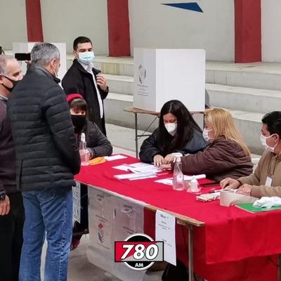 Mario Abdo Benítez concurrió temprano a votar y no habló con la prensa