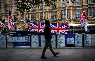 Experto cree que el Reino Unido podría levantar las restricciones el 5 de julio