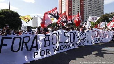 Con medio millón de muertos en Brasil, la oposición pidió en las calles la renuncia de Bolsonaro