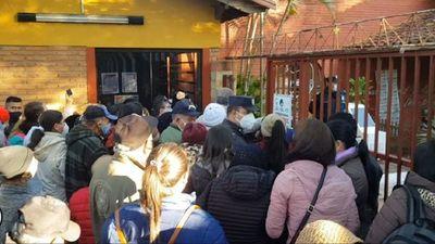 Entre empujones y gritos se inicia la jornada electoral en Villarrica