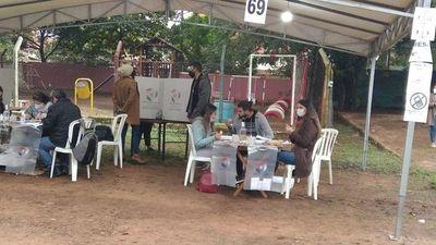 Protocolos incumplidos al inicio de la jornada de votación