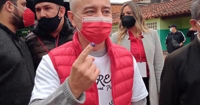 """La Nación / Dani Centurión votó y dijo """"no soy corrupto"""""""