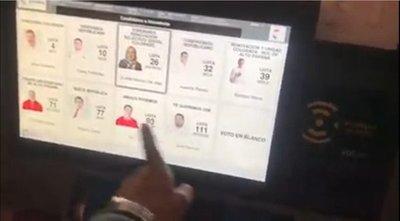 Denuncian irregularidad en máquina de votación