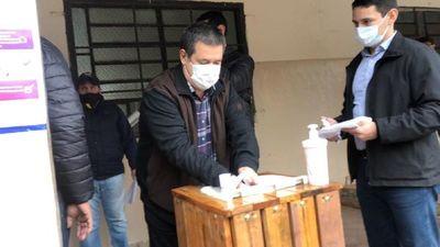 Cartes llega a local de votación con fuerte dispositivo de seguridad