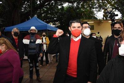 Nenecho denuncia que exigen a funcionarios públicos foto de su voto