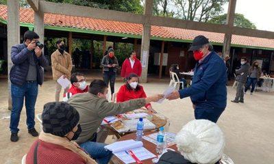 «Tiki» González depositó su voto