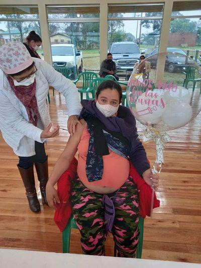 Gran asistencia de embarazas a vacunatorios en Itapúa