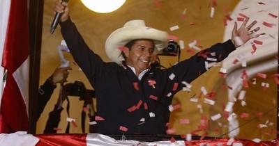 La Nación / Partidarios de Fujimori y Castillo marchan en Perú, que sigue sin nuevo presidente