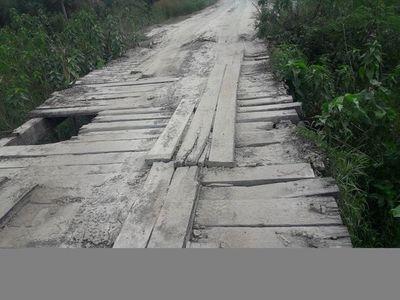 Precarios puentes de madera son verdaderas trampas mortales en Alto Paraguay