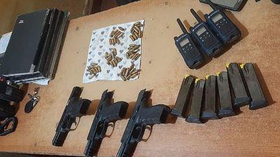 Tres aprehendidos con armas de fuego en local de votación de Caazapá