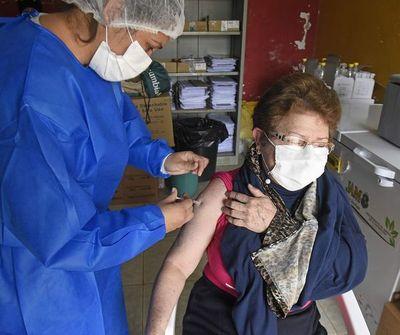 Covid: escasa concurrencia de adultos a los vacunatorios