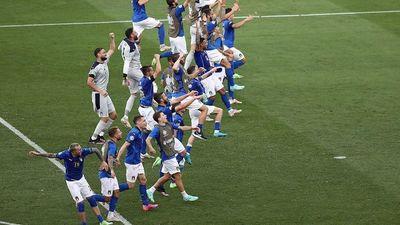 Italia completa su inmaculada fase de grupos ante Gales