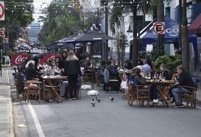 En locales gastronómicos celebran el Día del Padre al aire libre