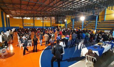 A minutos del cierre, liberales se agolpan a local de votación en Franco