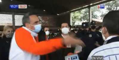 Colorados protagonizan incidentes en Colegio Naciones Unidas