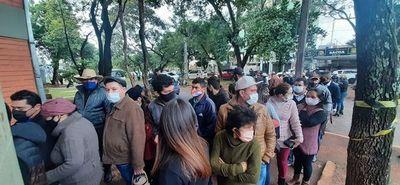 Colegio electoral de liberales resultó pequeño ante gran cantidad de votantes