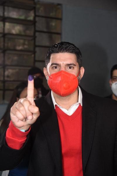 Holgada victoria de Nenecho en Asunción