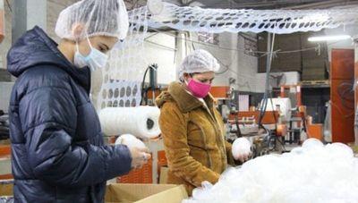 Visitamos Asiplast, la industria plástica que sortea la escasez de materia prima y provee a marcas nacionales