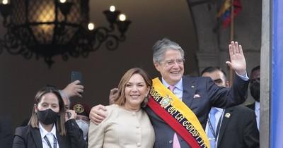 La Nación / Presidente de Ecuador va a EEUU para operarse