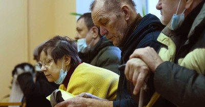 La Nación / Empleados rusos que se niegan a vacunarse pueden ser despedidos