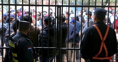 La Nación / Se presentaron denuncias y detenciones en las internas