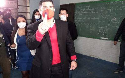 Nenecho Rodríguez celebra su victoria en las internas municipales 2021