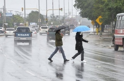 Pronostican jornada fría y lluviosa