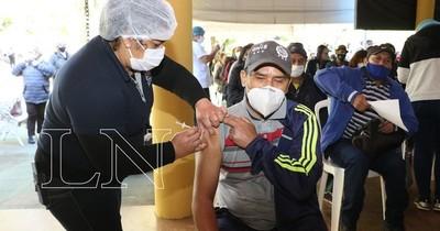 La Nación / COVID-19: hoy se inicia vacunación a personas de 52 años en adelante