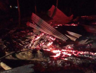 Desconocidos queman una vivienda en una colonia en las afueras de Santa Rita – Diario TNPRESS