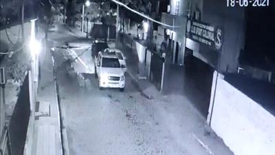 Patrullera choca contra auto, se da a la fuga y no quieren hacerse cargo