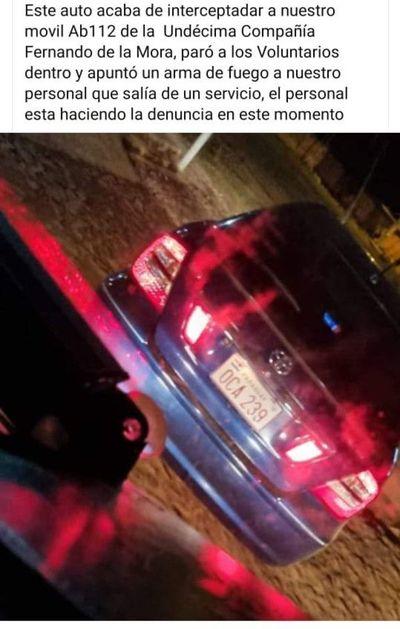 Piden ayuda para identificar y capturar a quien amenazó a bomberos con un arma