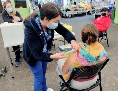 Salud planea instalar vacunatorios cerca de mercados populares