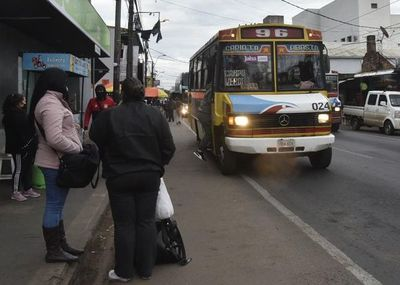 "Pasajeros deberán seguir soportando ""reguladas"", mientras viceministro de Transporte está de reposo"