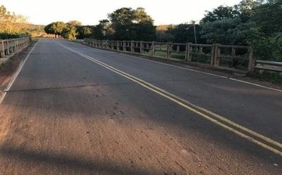 Denuncian hundimiento de puente entre Valenzuela y Caballero