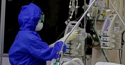 """La Nación / """"Hay experiencias fuertes todos los días"""", dice jefe de terapia respiratoria de Clínicas"""