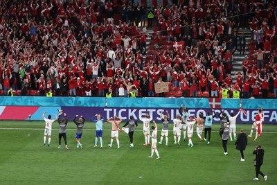 Dinamarca arrolla con Rusia y mete en octavos de Eurocopa