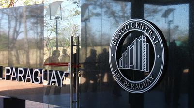 Consejo tripartito pide subida del 4,4 % del salario mínimo en Paraguay