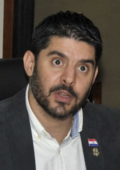 """""""Nenecho"""" firma  acuerdo con Empo pese a advertencia de un accionista"""