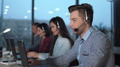 """Sector """"call center"""" acapara ofertas laborales, pero advierten dificultades para el control de las condiciones de trabajo"""