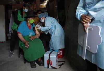 Perú espera tener vacunados a todos los mayores de 50 años en julio