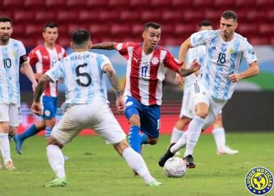 Paraguay cae 1-0 contra Argentina •